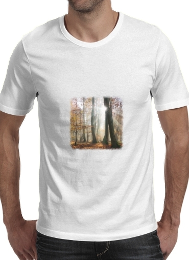 Sun rays in a mystic misty forest para Camisetas hombre