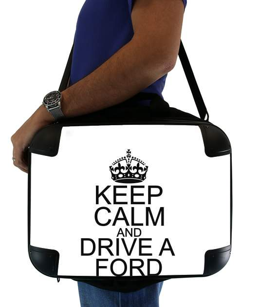 Keep Calm And Drive a Ford para bolso de la computadora
